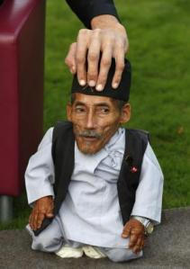 The tallest living man Sultan Kosen touches the head of the world's shortest man Chandra Bahadur …