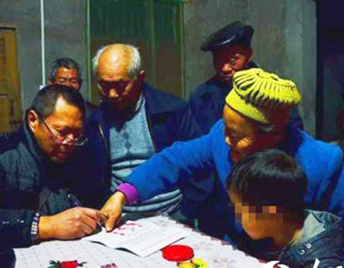 Kunkun, an eight-year-old Chinese HIV sufferer, watches as residents sign a petition calling for him to be banished from Xichong village, in Sichuan province. (Screenshot photo)