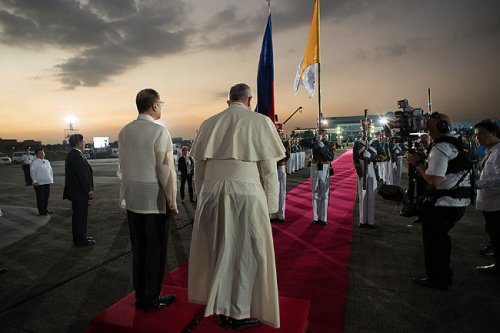 Pope Francis was received by Philippine President Benigno Aquino in Manila. (AFP/Vatican press office)