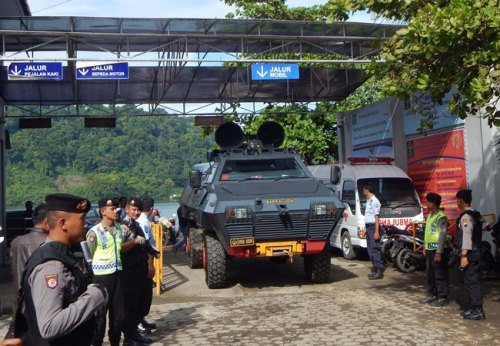 A police armored vehicle arrives in Cilacap after transferring Filipina drug convict Mary Jane Veloso to Nusakambangan maximum security prison island, seen in the background, located off central Java island on Friday following her transfer from Yogyakarta prison. (AFP)